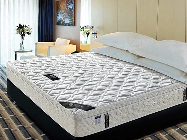 雨辉乳胶席梦思床垫1.5m1.8米出口耐压耐磨精钢弹簧酒店床垫 YH8010